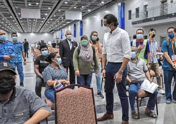 Khairy Jamaluddin bentangkan vaksin